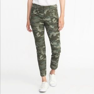 Old Navy Camo Pixie Chino Ankle Pants